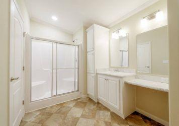 Tradewinds - Bathroom